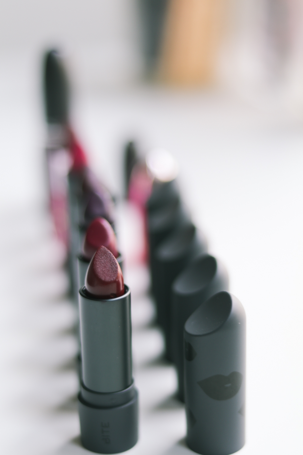I love a classic, deep red lipstick. Especially during fall. This is a great list of lipsticks, perfect for that fall look! Favorite Red Lipsticks for Fall // CatherineChicotka.com